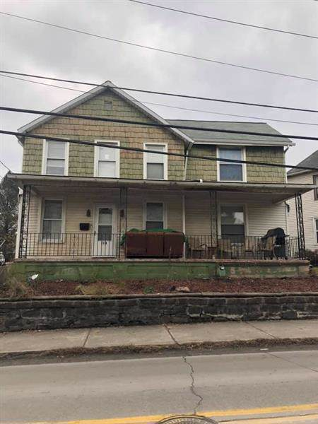 112 Snyder, Connellsville, PA 15425 (MLS #1427503) :: The SAYHAY Team