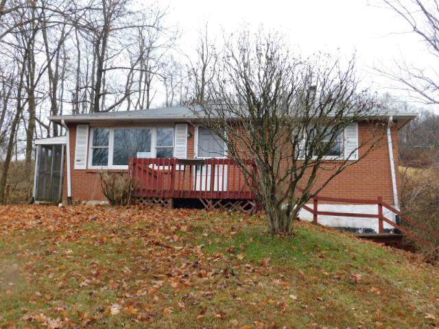 867 County Rd, Loyalhanna, PA 15681 (MLS #1428904) :: Broadview Realty