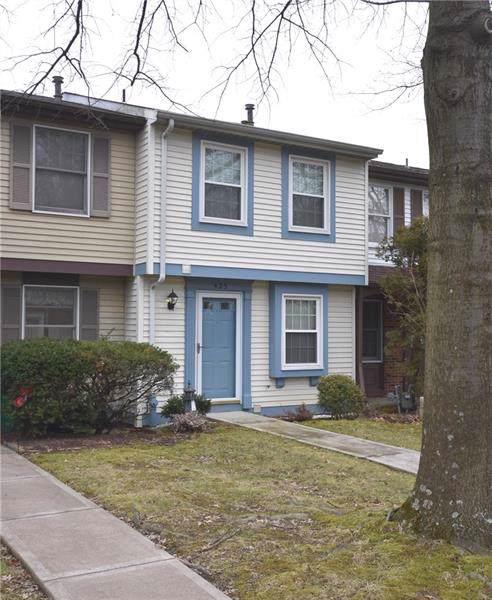 425 Redrome Circle E, South Fayette, PA 15017 (MLS #1432125) :: Broadview Realty