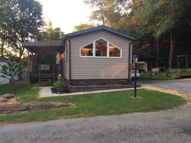 107 Rosewood Ln, Connoquenessing Twp, PA 16053 (MLS #1438705) :: Broadview Realty