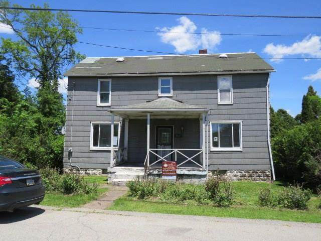 3127 Garfield Ave, West Mifflin, PA 15122 (MLS #1449253) :: Dave Tumpa Team