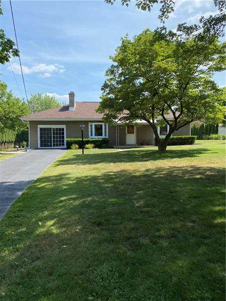 111 Oak Hill Dr, Middlesex Twp, PA 16059 (MLS #1454736) :: Dave Tumpa Team