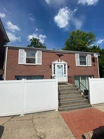 6435 Library Rd, South Park, PA 15129 (MLS #1466573) :: Dave Tumpa Team