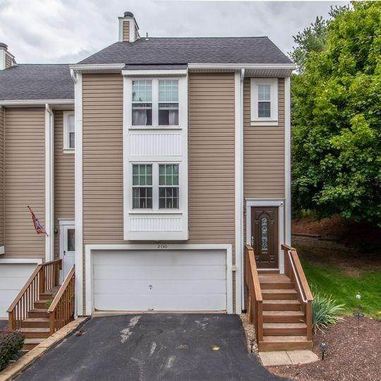 2740 Meadowcrest Ct, Franklin Park, PA 15090 (MLS #1469375) :: The SAYHAY Team