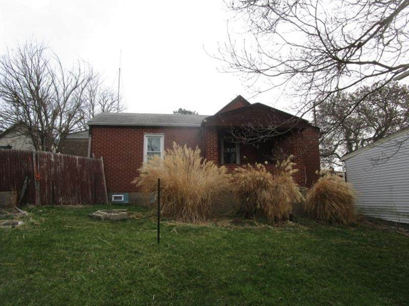 136 Greenfield Ave - Photo 1