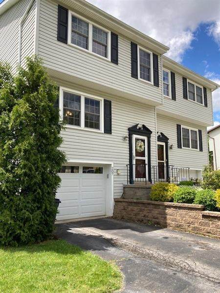 207 Opal Drive, Cranberry Twp, PA 16066 (MLS #1499783) :: The SAYHAY Team