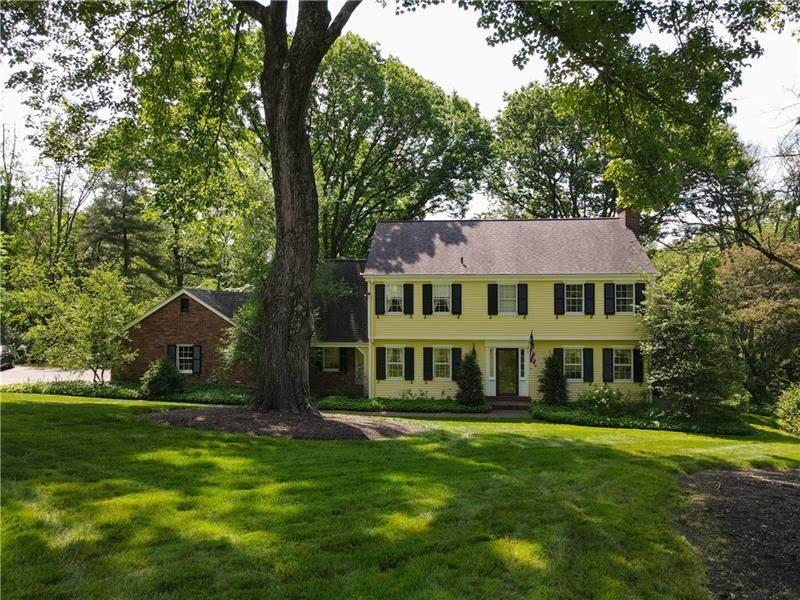10 Fairview Manor - Photo 1