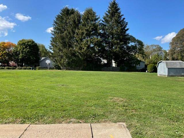 215 N Walnut St, Ligonier Boro, PA 15658 (MLS #1525243) :: Dave Tumpa Team
