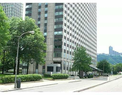 320 Fort Duquesne Blvd 16K, Downtown Pgh, PA 15222 (MLS #1399168) :: Broadview Realty