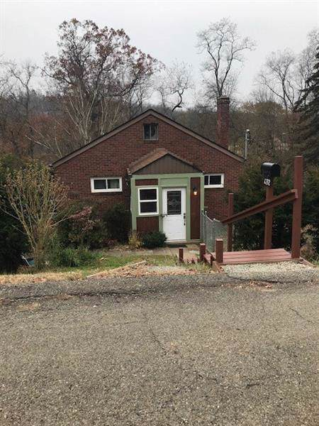 1132 Oakleaf Dr, Lincoln Place, PA 15207 (MLS #1427160) :: Broadview Realty