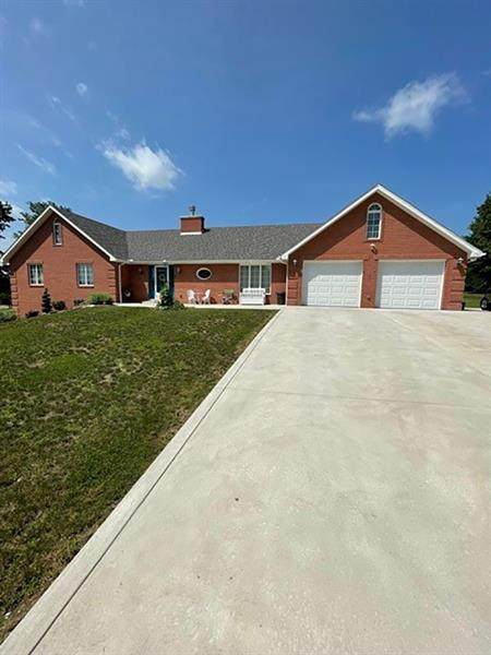 1007 Marjorie Ann Dr, Derry Twp, PA 15650 (MLS #1511812) :: The SAYHAY Team