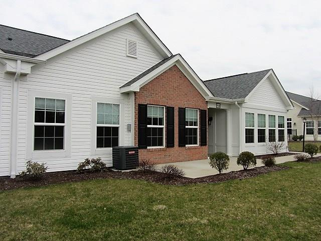 1044 Silver Oak Dr, Connoquenessing Twp, PA 16053 (MLS #1331329) :: Keller Williams Pittsburgh