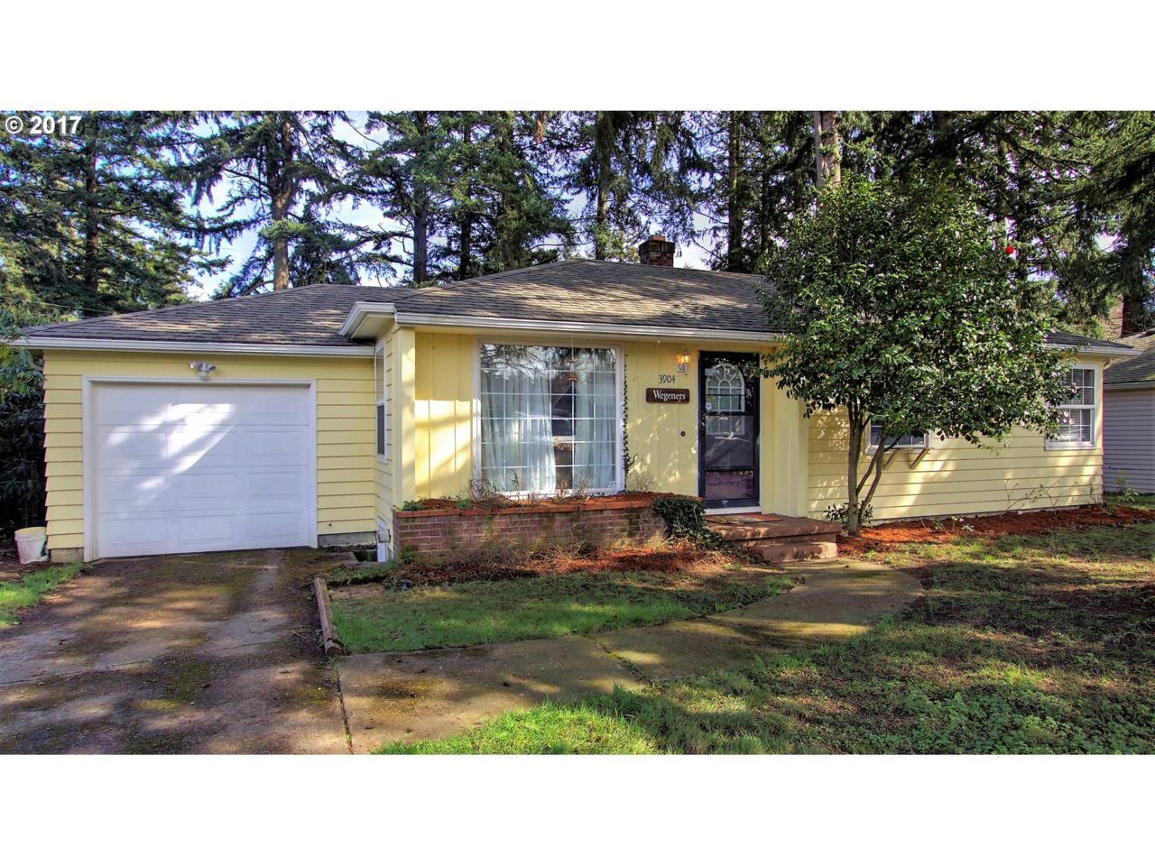 3904 SE 115TH Ave, Portland, OR 97266 (MLS #17050159) :: Portland Real Estate Group