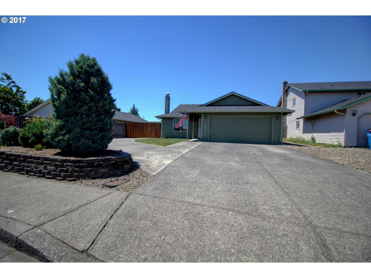 416 NE 162ND Ave, Vancouver, WA 98684 (MLS #17073446) :: The Dale Chumbley Group