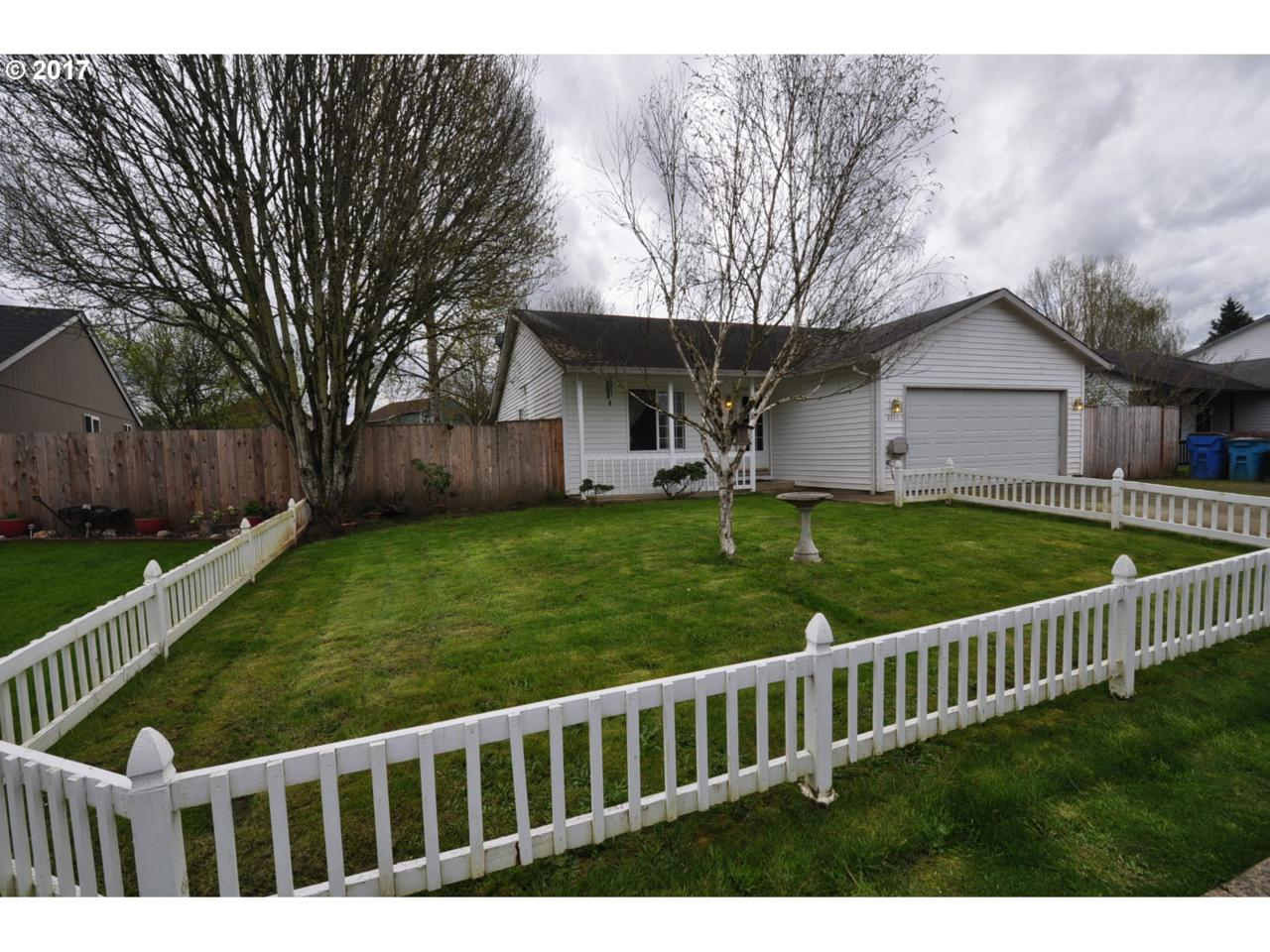 2211 SW 10TH St, Battle Ground, WA 98604 (MLS #17316862) :: Cano Real Estate