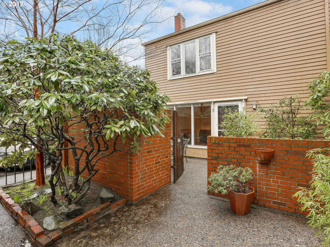 2029 NW Irving St, Portland, OR 97209 (MLS #17480916) :: Portland Real Estate Group