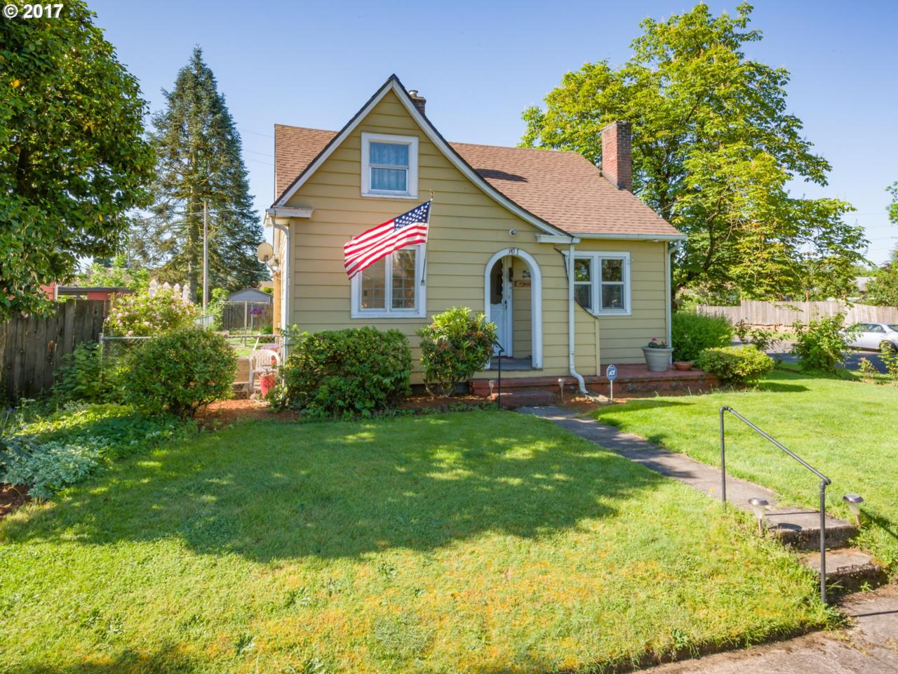 901 E 34TH St, Vancouver, WA 98663 (MLS #17505454) :: The Dale Chumbley Group
