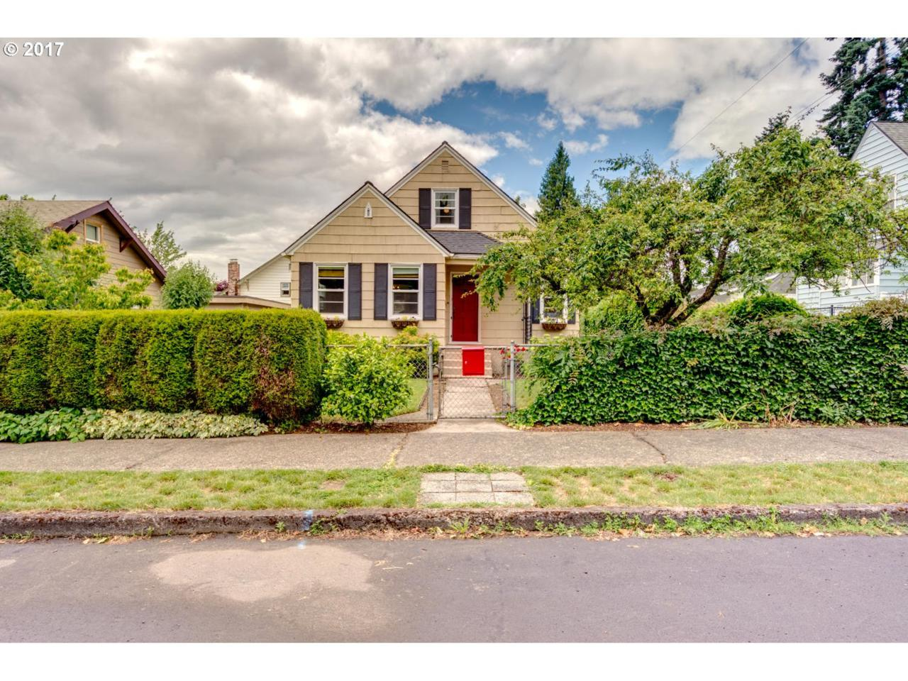 2704 Grant St, Vancouver, WA 98660 (MLS #17542734) :: The Dale Chumbley Group
