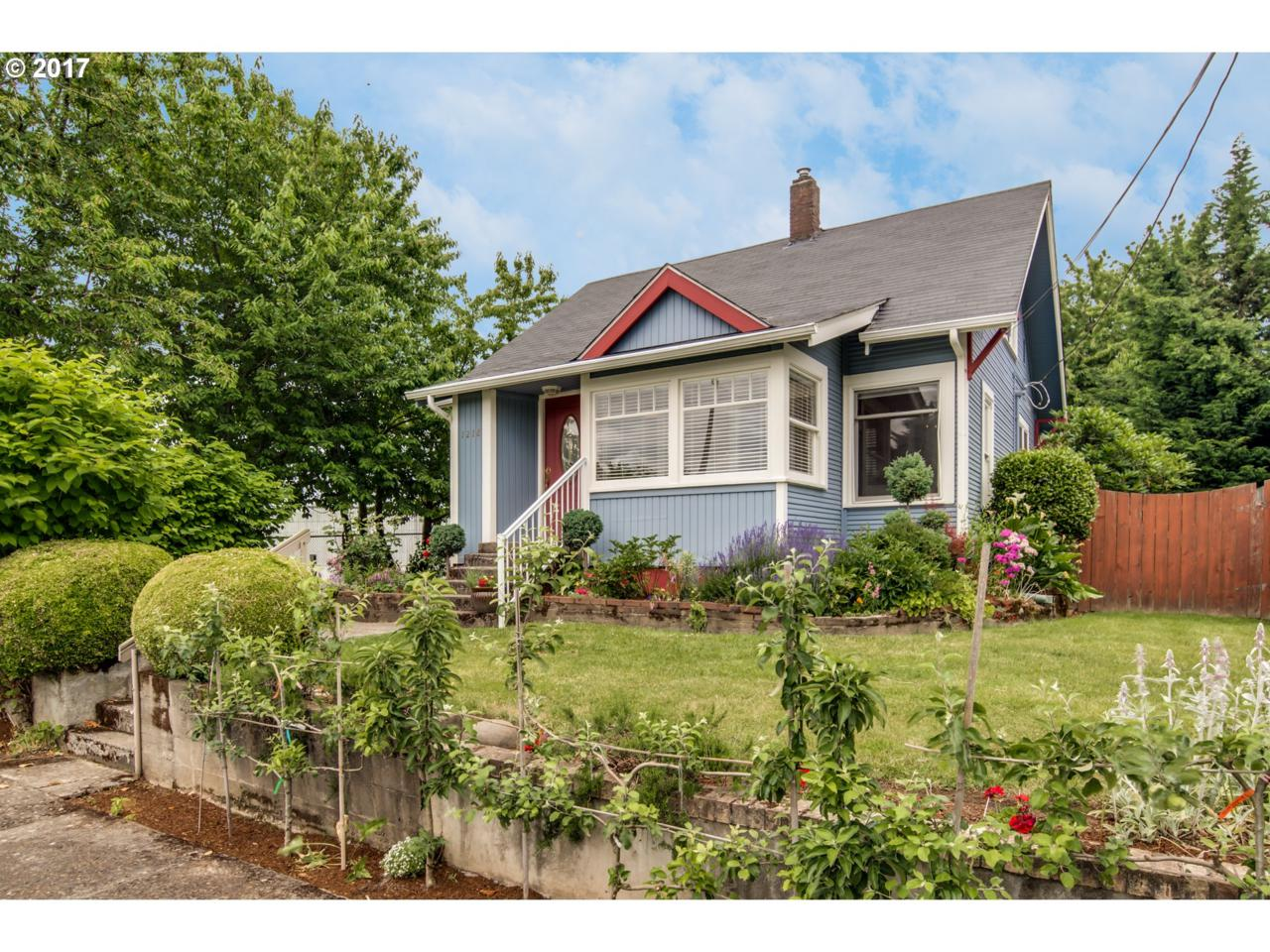 1218 W 23RD St, Vancouver, WA 98660 (MLS #17623386) :: The Dale Chumbley Group