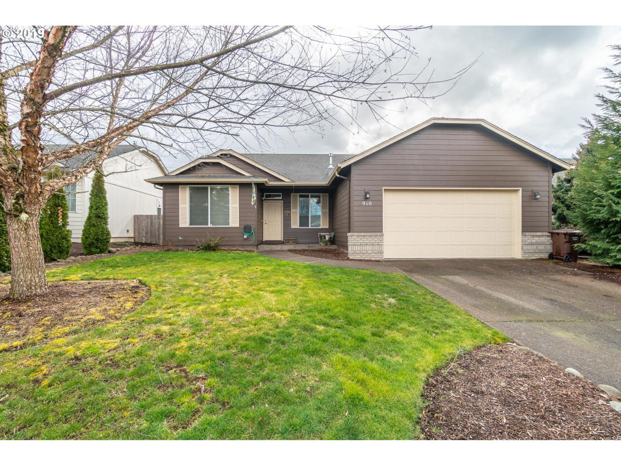 910 Meadow Dr - Photo 1