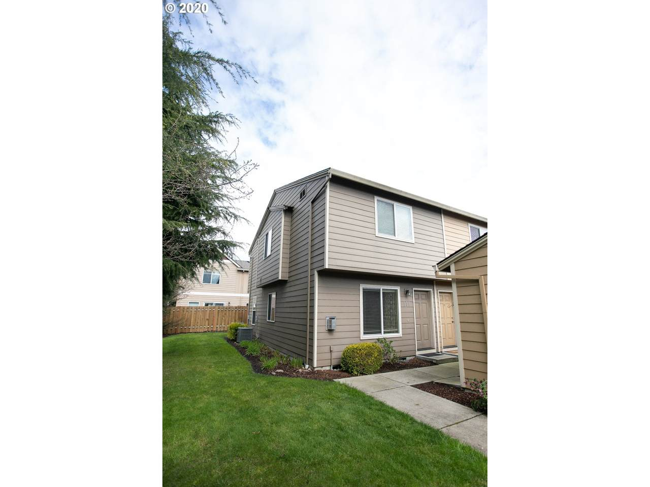 4000 109TH Ave - Photo 1
