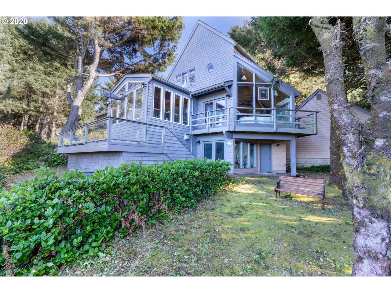 465 Cove Point - Photo 1