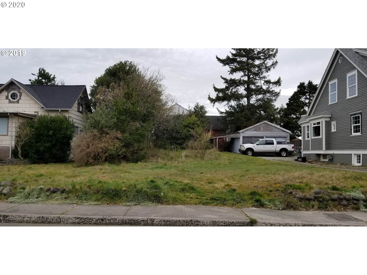 420 2nd Ave - Photo 1