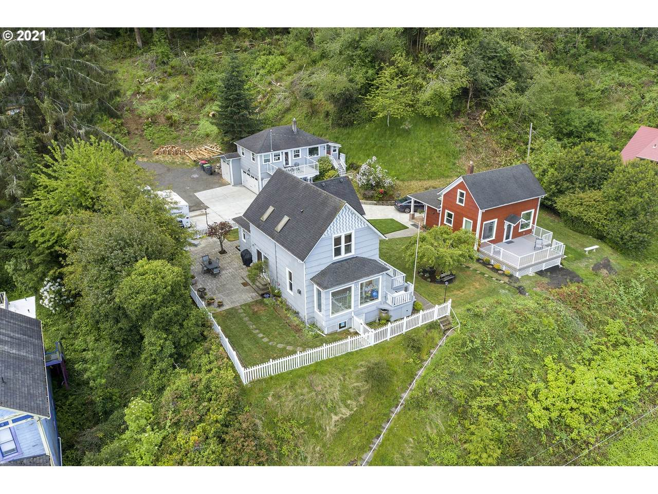 3349 Irving Ave - Photo 1
