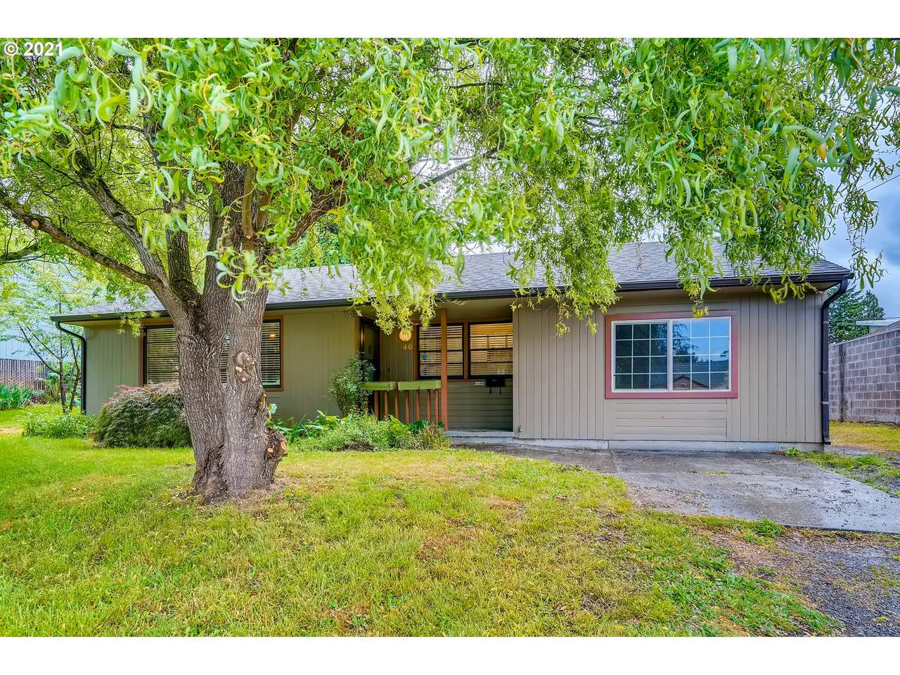 40 89TH Ave - Photo 1