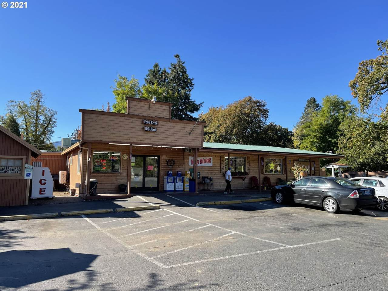 3175 Rogue River Hwy - Photo 1