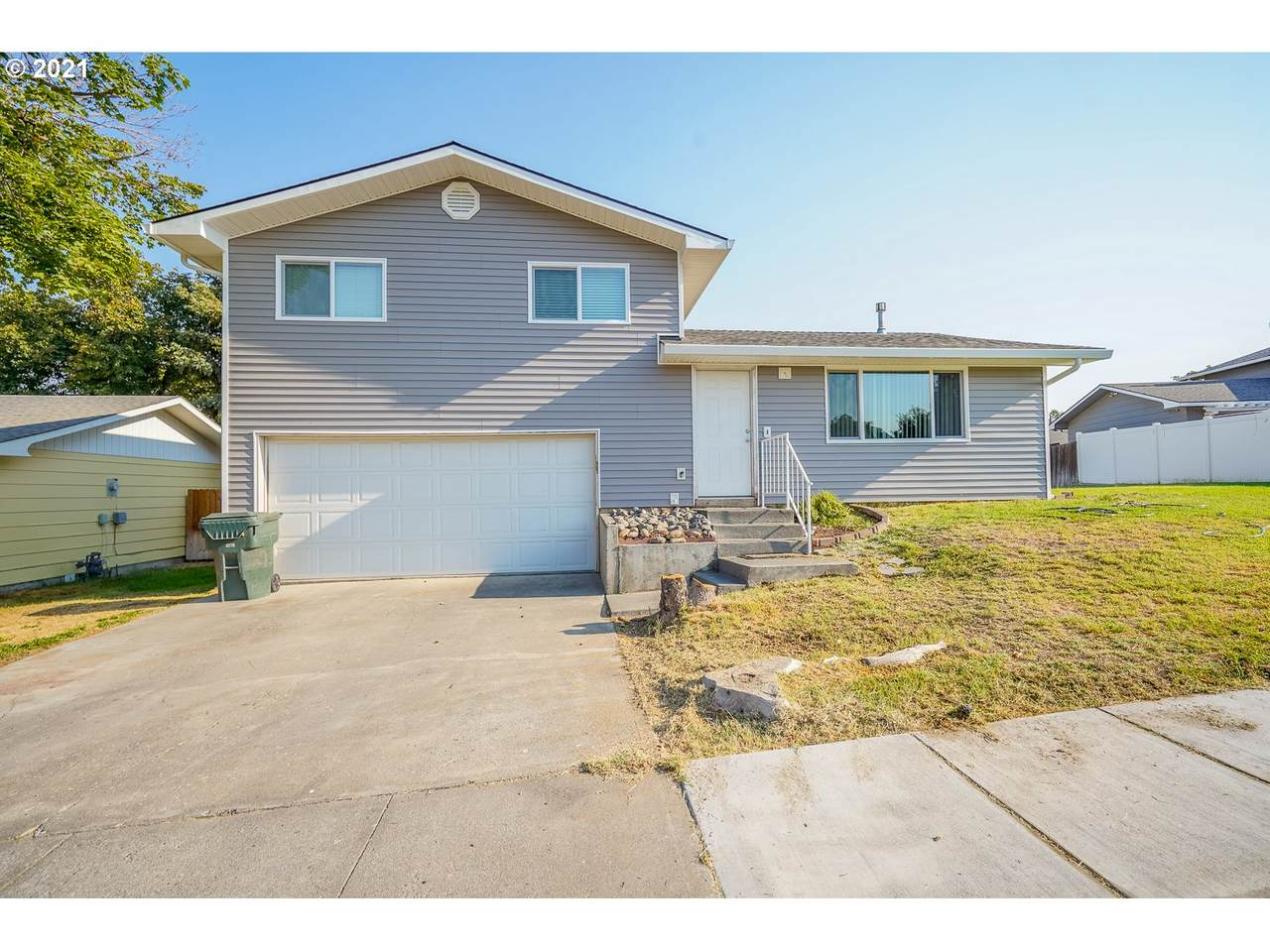 555 Sater Ct - Photo 1