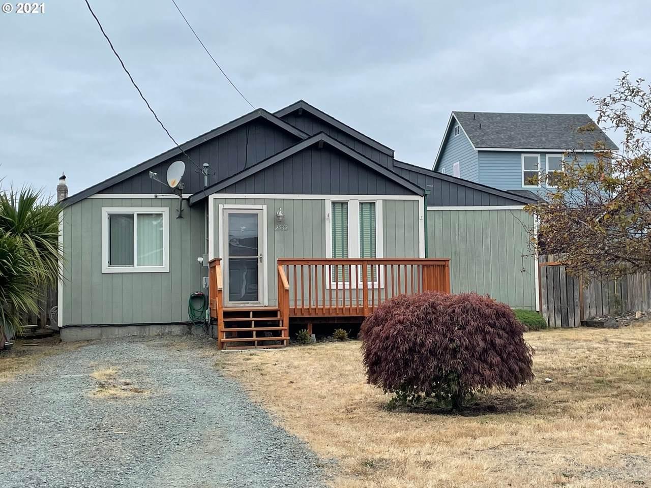 2532 Oregon St - Photo 1