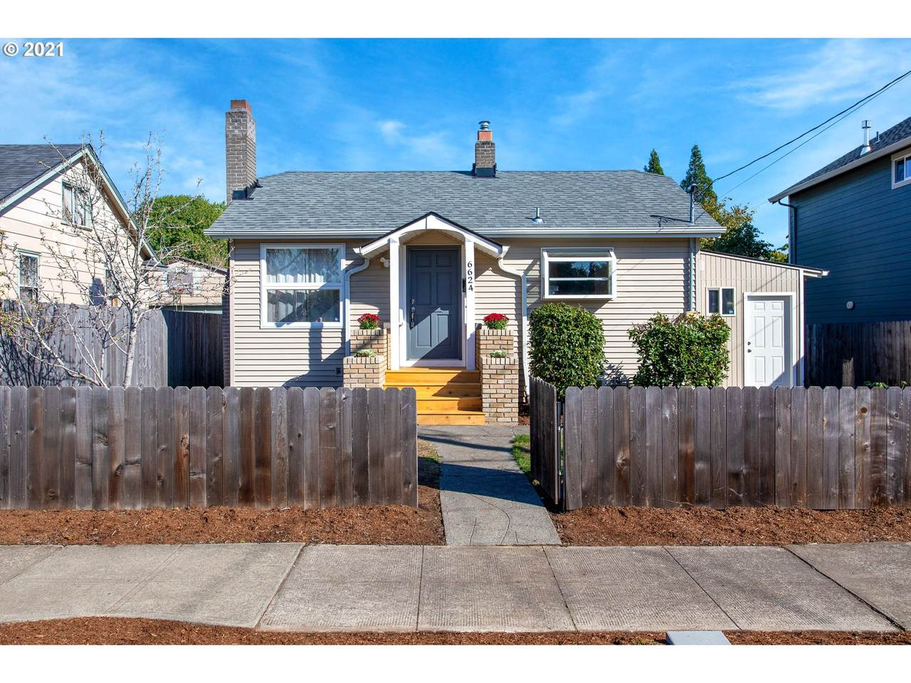 6624 86TH Ave - Photo 1