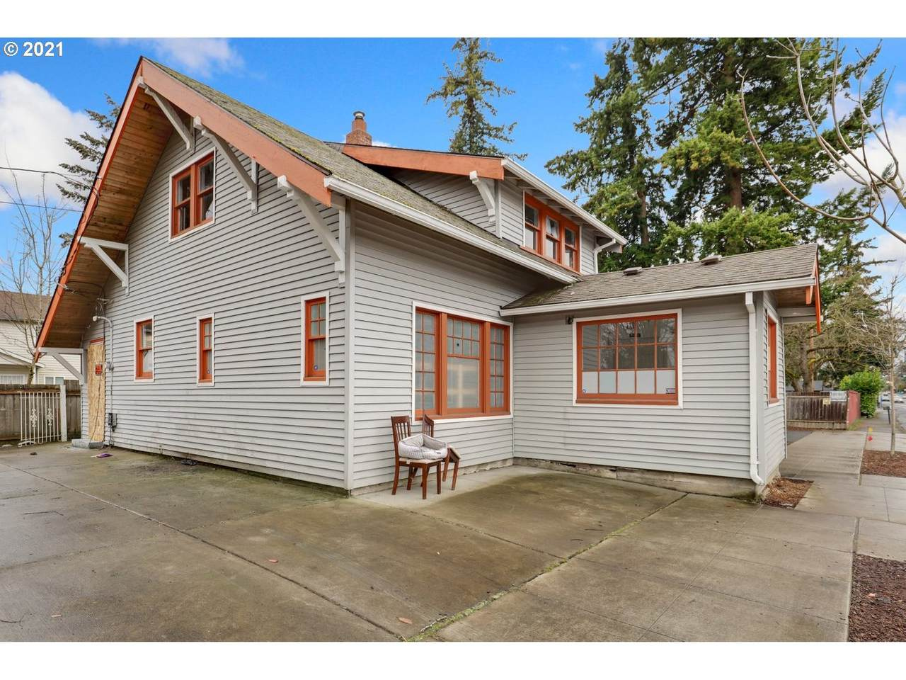 2231 162ND Ave - Photo 1