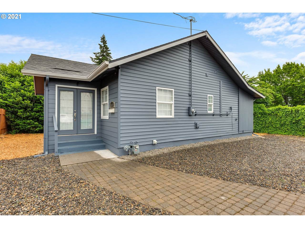 537 99TH Ave - Photo 1