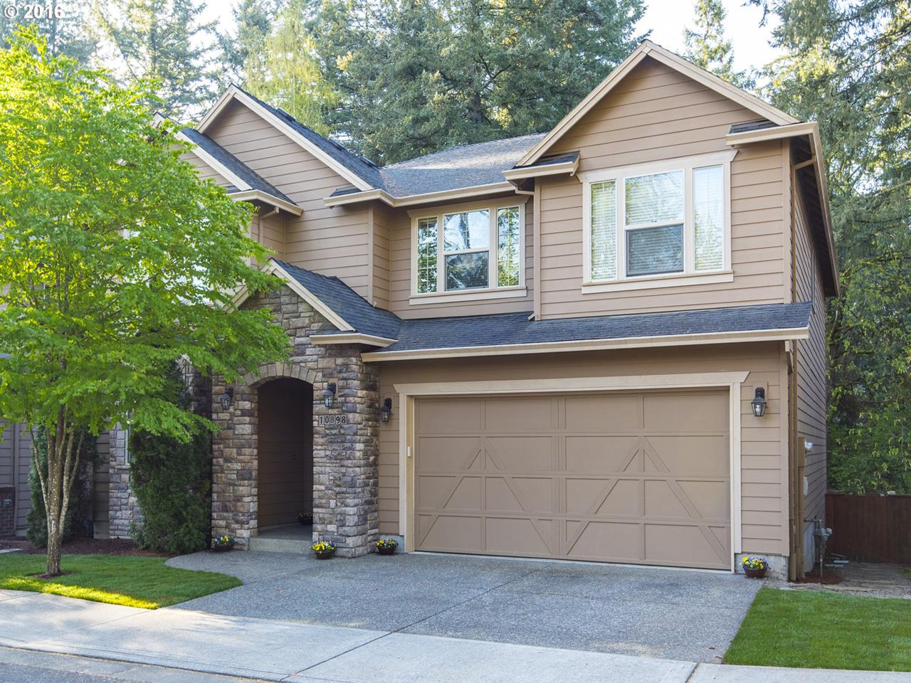 10898 SW Bretton Ct, Tigard, OR 97224 (MLS #16388274) :: Change Realty