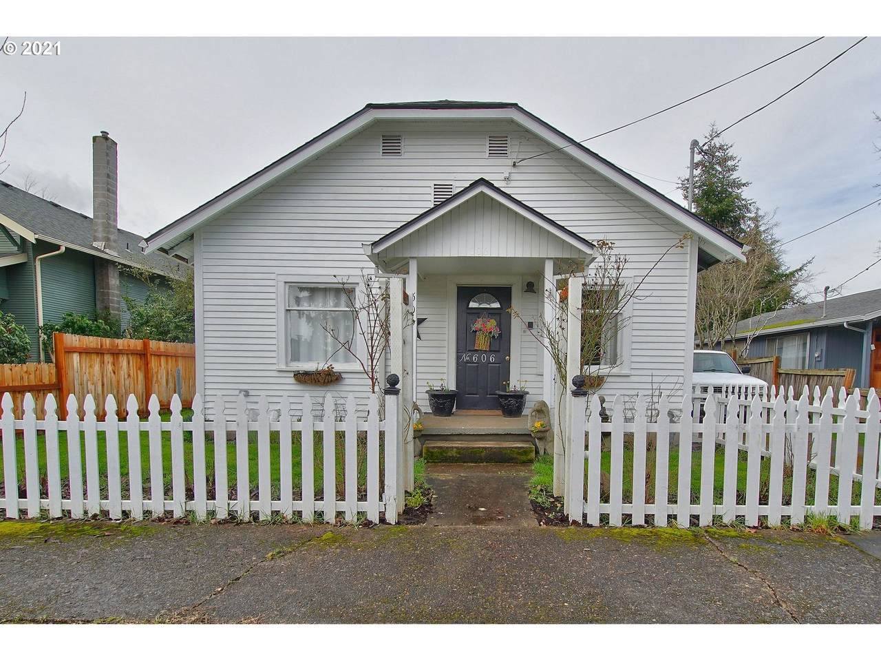 606 Getchell St - Photo 1