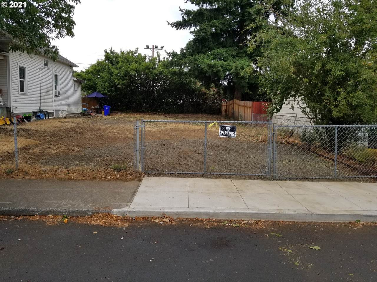 6221 83RD Ave - Photo 1