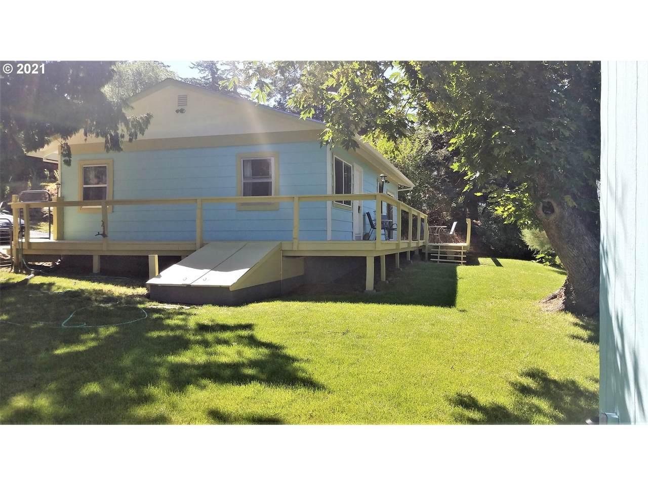 628 Columbia Ave - Photo 1