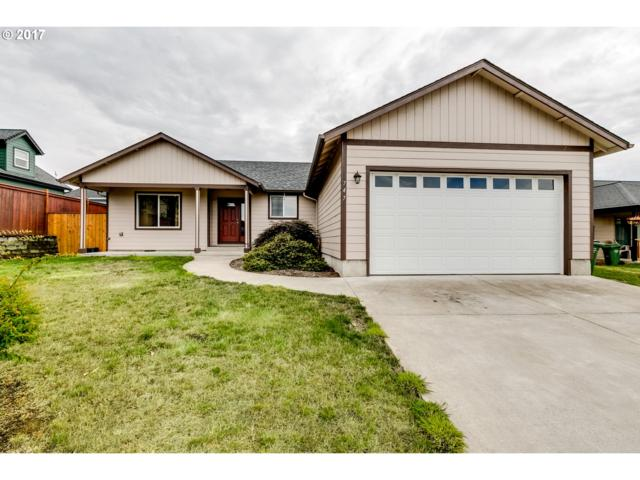 747 Wilson Ave, Cottage Grove, OR 97424 (MLS #17016012) :: Craig Reger Group at Keller Williams Realty