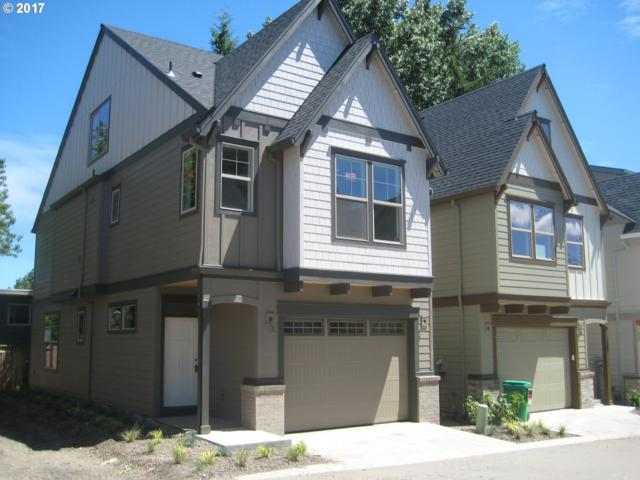 7892 SW Capitol Hill Rd, Portland, OR 97219 (MLS #17067562) :: Hatch Homes Group