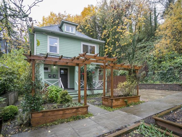 26 SW Boundary St, Portland, OR 97239 (MLS #17158011) :: Next Home Realty Connection