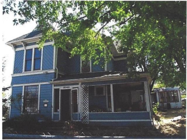 1445 SE Mill St,, Roseburg, OR 97470 (MLS #17184810) :: SellPDX.com