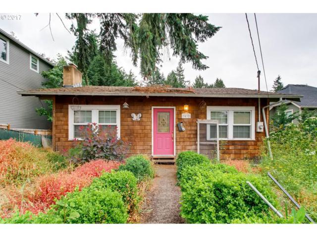 3532 SW Logan St, Portland, OR 97219 (MLS #17294483) :: Hatch Homes Group
