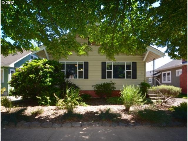 7704 SE 19TH Ave, Portland, OR 97202 (MLS #17349957) :: Hatch Homes Group