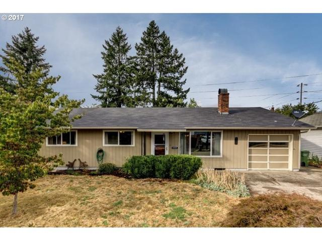111 W 4TH St, Newberg, OR 97132 (MLS #17547177) :: Hillshire Realty Group