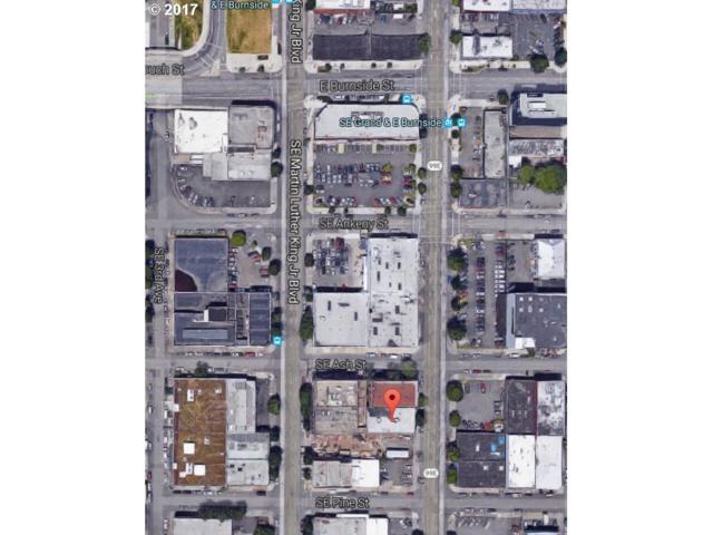 215 SE Grand Ave, Portland, OR 97214 (MLS #17606031) :: Hatch Homes Group