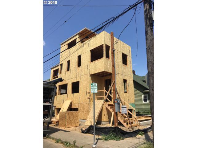 2585 SE 14TH Ave, Portland, OR 97202 (MLS #18014675) :: Portland Lifestyle Team