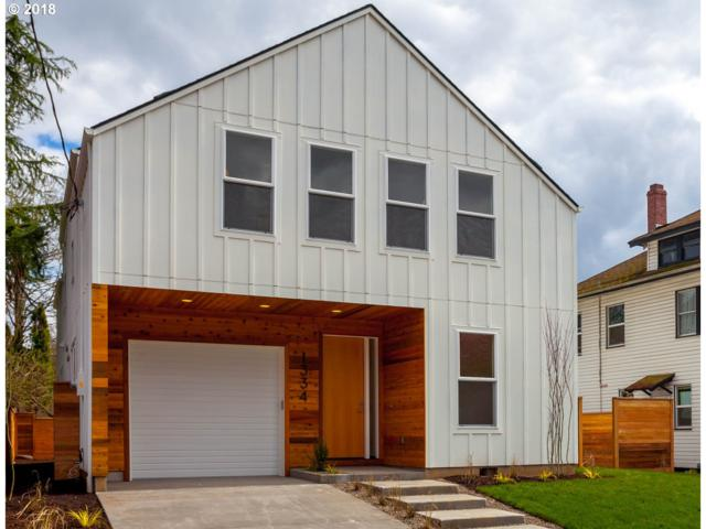 3352 SE Tibbetts St, Portland, OR 97202 (MLS #18048950) :: Hatch Homes Group