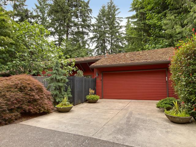 3807 NW Gordon St, Portland, OR 97210 (MLS #18063489) :: Keller Williams Realty Umpqua Valley